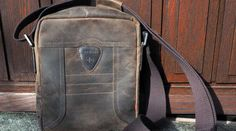 Sind Herren-Handtaschen trendy? Leather Backpack, Recycling, Backpacks, Bags, Style, Fashion, Fashion Styles, Mens Handbags, Handbags