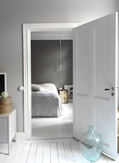 grey walls + white floors, home of stylist Linda Åhman, Sweden Interior Paint Colors, Gray Interior, Interior Door, Modern Interior, Interior Design, Interior Painting, Painting Doors, Interior Stylist, Apartment Painting