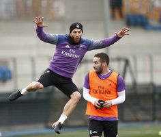 Sergio Ramos @SergioRamos  9 hHace 9 horas ¡Daaaaani! ¡Que viene el coco! 👻 Daaaani! Watch out for The boogeyman! 👻 @DaniCarvajal92