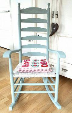 En voor de oude schommelstoel heb ik duck egg blue gemengd met old white. Ben er blij mee! https://www.shabbytreats.com/annie-sloan-krijtverf-duck-egg-blue.html