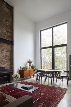 A Flood-Proofed Brooklyn Rebuild on a Budget, Ikea Kitchen Included (Remodelista: Sourcebook for the Considered Home) Italian Farmhouse, Rustic Italian, Italian Home Decor, Tuscan House, Mediterranean Homes, House Windows, Farmhouse Design, White Walls, Townhouse