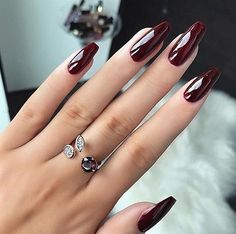 Top Trendy Burgundy Manicure Designs to Majestic Burgundy Nail Art Designs The best gallery Burgundy nails are a la mode for hundreds of years. whereas the red color may generally appear a small amount overused, burgundy still appearance r Burgundy Nail Art, Red Nail Art, Burgundy Wine, Red Burgundy, Maroon Nails Burgundy, Burgundy Nail Designs, Acrylic Nail Designs, Nail Art Designs, Nails Design