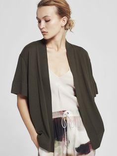 Knitting, Model, Sweaters, How To Wear, Shirts, Beauty, Fashion, Moda, Tricot