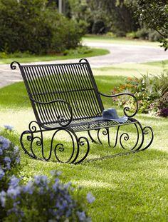 Ferforje bahçe mobilyaları bahçenizde dayanıklı ve modern bir ortam oluşturmanıza yardımcı olacak. Ferforje bahçe mobilyaları ile renk değiştirmek çok kolay