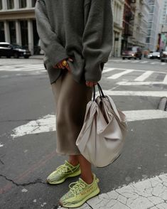 PIN / Jasmijn Annamaria Francisca - New Site Street Style Outfits, Look Street Style, Casual Street Style, Mode Outfits, Casual Chic, Fashion 2017, New York Fashion, Fashion Outfits, Womens Fashion