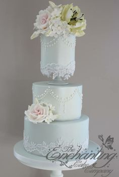 Can't decide on a wedding cake flavour? Give your guests a wedding cake they won't forget with one of these 55 unusual wedding cake flavours! Unusual Wedding Cakes, Amazing Wedding Cakes, Wedding Cake Flavors, Wedding Cakes With Cupcakes, Gorgeous Cakes, Pretty Cakes, Fondant Cakes, Cupcake Cakes, Wedding Cake Inspiration