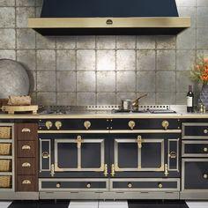 La Cornue, Cafe Furniture, Range Cooker, Kitchen Models, Kitchen Cabinetry, Kitchen Design, Chef Kitchen, Kitchen Pantry, Kitchen Reno