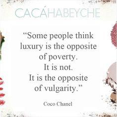 """""""Algumas pessoas pensam que o luxo é o oposto da pobreza. Não é. É o oposto de vulgaridade."""" Frase da notável e pilar da elegância Coco Chanel    @chanelofficial #beautyquotes #cacahabeyche #cacamakeup #CHANEL"""