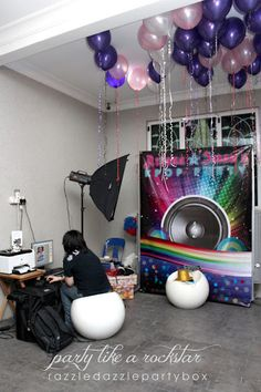 Photo booth, KPOP/Rockstar dress up. Love the balloons and color scheme, it's a lot like Hay's other birthday party. Razzle Dazzle Party Box: Theme Birthday Party: KPop/Rockstar