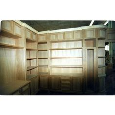 Libreria - work in progress. L'arte del legno. Su misura. #legnopiuingegno #mobiliinlegno #arredamento #design #interiordesign #libreria Divider, Garage Doors, Interior Design, Outdoor Decor, Room, Furniture, Home Decor, Nest Design, Bedroom