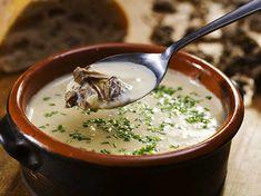 Chanterelle Soup (In swedish) Mushroom Soup, Cheeseburger Chowder, Nom Nom, Stuffed Mushrooms, Pudding, Eat, Ethnic Recipes, Desserts, Food
