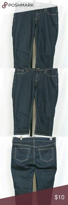 old navy sz 4 diva 16 capri jeans waist-16/32 rise-7.5 #lowrise  inseam - 18  leg opening-7/14  wgt-11.6 oz's   #oldnavy #divacapri womenssize4 04/13 #denimcapris #excellentcondition  never really worn, only tried on a few times.  81/18/1% #cottonpolyester spandexblend  stretchy!  #darkwash denim #excellentcondition #croppants #capris #bundle andsave #julesplussizeshop #refabattic  I do not swap Old Navy Jeans Ankle & Cropped
