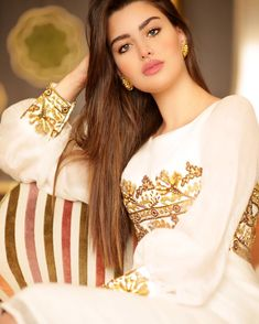 Transform Your Looks With This Advice Beautiful Muslim Women, Most Beautiful Indian Actress, Most Beautiful Faces, Beautiful Girl Image, Beautiful Actresses, Gorgeous Women, Beauty Full Girl, Beauty Women, Beauty Girls
