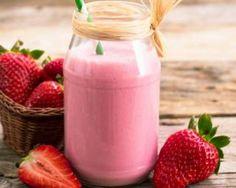 Smoothie neigeux aux fraises : http://www.fourchette-et-bikini.fr/recettes/recettes-minceur/smoothie-neigeux-aux-fraises.html