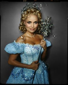 Kristin Chenoweth as Galinda in the original Broadway cast of Wicked. Talk about a pint sized superstar! I fell in love with her in Pushing Daisies and Glee but she will always be THE Galinda. Broadway Theatre, Musical Theatre, Broadway Shows, Broadway Nyc, Wicked Costumes, Glinda Costume, Broadway Costumes, Halloween Costumes, Doll Costume
