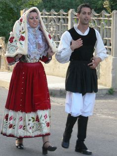 Osilo Beautiful Costumes, Feminine Dress, Folk Costume, Historical Clothing, Traditional Dresses, Costumes For Women, Folklore, Lace Skirt, 2d Character