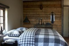 Grey and white checks just look great in most teen bedrooms.