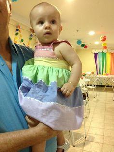 Minha princesa no seu primeiro aniversário. O tema foi arco íris e o vestidinho foi feito pela vovó.