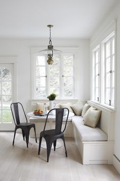 Obsession Du Jour: SIMO Design Love the built in banquet seating for a breakfast room!