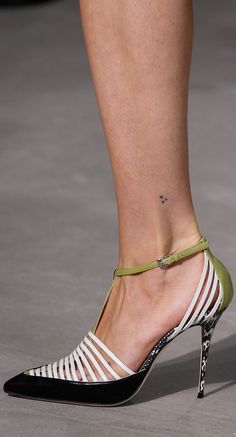 the Spring/Summer 2020 colour Trend -Mint the Spring/Summer 2020 colour Trend - Jason Wu Spring 2018 Ready-to-Wear Collection Photos - Vogue Black Fishnet Slingback Pointed Toe Heels Jason Wu, Pretty Shoes, Beautiful Shoes, Mode Shoes, Chic Chic, Casual Chic, Unique Shoes, Designer Shoes, Me Too Shoes