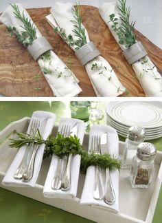 Table setting and fresh herbs - Mesa posta: Hortinha na mesa - Table decor - via The Blue Post