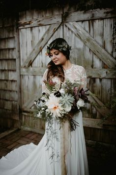 Freeform bridal bouquet with large blooms, succulents, and grasses | Image by The Hursts & Co.