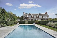 When looking for a perfect pool, the one at Jennifer Lopez's new Hamptons vacation home in New York might be your top pick