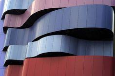 Olha só a boa oportunidade pra jovens talentos da arquitetura brasileira contemporânea: o Instituto Tomie Ohtake se uniu à marca de revestimentos AkzoNobel para criar a primeira edição do Prêmio de Arquitetura AkzoNobel.  Inscrições a partir de amanhã (28.08).