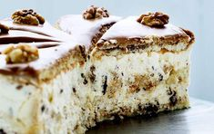 The famous walnut cake from the defunct Svinkløv Badehotel. Simply Recipes, Sweet Recipes, Cake Recipes, Dessert Recipes, Pavlova, Cooking Cookies, Danish Food, Sweet Tarts, Cakes And More