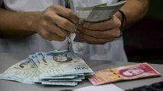 Venezuela entra en hiperinflación por primera vez en su historia /  Caracas.- Venezuela registró en octubre una inflación de 50,6% con respecto al mes anterior, lo que significa que está entrando técnicamente en hiperinflación al rebasar por primera vez en su historia el umbral de 50%, que define este concepto, anunció la firma de asesoría económica y financiera Econométrica, que junto
