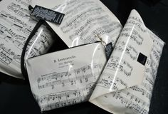 Bags mad out of old music notes  http://www.rentodesign.fi/read-it-n-wear-it-kierratysta-lehdista/nuottituotteet