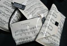 Bags mad out of old music notes  http://www.rentodesign.fi/read-it-n-wear-it-kierratysta-lehdista/nuottituotteet