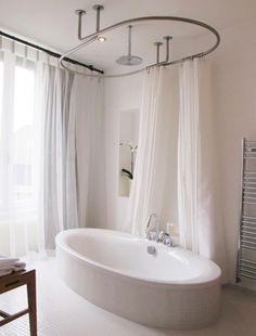 Dispositif ovale plafond de barres de rideau de douche GalboTwins - Hôtel  de la Maison Troisgros b784fa00cb81