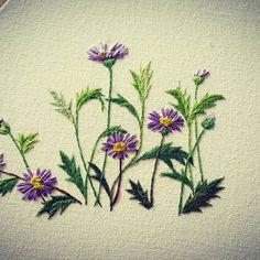 좀더 진행~~ 많이 많이 피워 볼테야~^^ #꽃자수 #야생화자수 #사계국화 #embroider