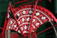 Crocheted Dress Guards. Amazing!- Guardabarros de ganchillo.¡Qué pasada!