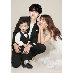 Cute Asian Babies, Asian Kids, Bts Girl, Uzzlang Girl, Couple With Baby, Mom And Baby, Wedding Poses, Wedding Couples, Kpop Couples