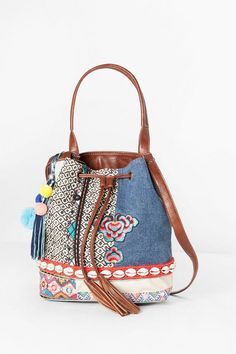 Atypical and original fashion whenever and wherever you want it at our largest Desigual store. Handmade Fabric Bags, Embroidery Bags, Denim Crafts, Hippie Bags, Pack Your Bags, Best Bags, Denim Bag, Beautiful Bags, Women's Accessories