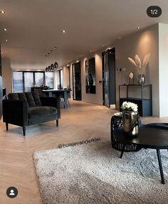 High Ceiling Living Room, Home Living Room, Living Room Decor, Home Room Design, Home Interior Design, House Extension Design, Apartment Interior, House Rooms, Modern House Design