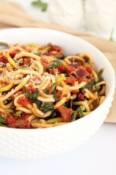 """Creamy BLT Zucchini Pasta Rule of thumb: avoid key words like """"creamy"""" when ordering pasta at a restaurant. """"Creamy"""" usually means it's a sauce whisked together with butter and cream or sugar a… Zucchini Noodle Recipes, Zucchini Pasta, Veggie Recipes, Paleo Recipes, Cooking Recipes, Bacon Zucchini, Fried Zucchini, Zucchini Lasagna, Veggie Meals"""