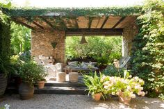 Garen patio, YouTube. http://www.kenisahome.com/blog