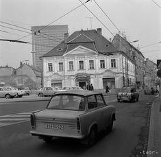 Rakúšania tu v roku 1963 parkovali ako králi Bratislava, Arches, Old Photos, Motorbikes, Historia, Old Pictures, Vintage Photos, Arch, Bows