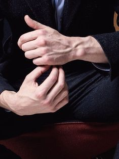 super ideas for skin art photography human body hands Arm Veins, Daddy Aesthetic, Hand Photography, Hand Reference, Male Hands, Hand Art, Male Body, Beautiful Hands, Human Body