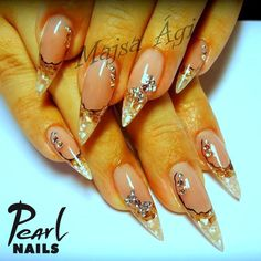 We really love this classic work from our trainer Ági majsa, don't you? Visit our Pinterest page for more pictures:  https://hu.pinterest.com/pearlnails/