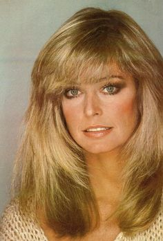Farrah Fawcett always preferred to use the ash blonde hair color. I've never seen her with a different hair color. and of this open platinum blonde and gold hair color. Farrah Fawcett, Great Hair, Classic Beauty, Vintage Beauty, Cut And Style, Beautiful Actresses, Hair Makeup, Hair Cuts, Hair Color