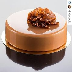 "with ・・・ ""Baileys"" Ingredients: biscuit Pain de… Fondant Cakes, Cupcake Cakes, Cupcakes Decorados, Decoration Patisserie, Single Layer Cakes, Pastry School, Winter Cakes, Mirror Glaze Cake, Gourmet Cakes"