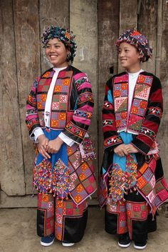 Flower Lo Lo girls at Meo Vac, Bao-Lac, Vietnam Laos, Traditional Fashion, Traditional Dresses, Folklore, Folk Costume, Costumes, Kind Photo, Costume Ethnique, L'art Du Portrait