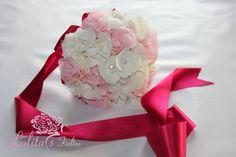 fabric bouquet wedding / Bouquet de novia de tela de gasa y perlas. Ramo de novia de tela, hecho con flores de gasa, lo puedes ver en www.lolitasfieltro.com