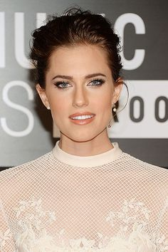 9 Hot Makeup Looks for Fall 2013 - Allison Williams