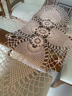 Filet Crochet, Crochet Motif, Crochet Doilies, Crochet Bedspread, Crochet Tablecloth, Crochet Flower Patterns, Crochet Flowers, Crochet Towel, Tablet Weaving