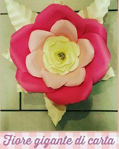 Fiore gigante di carta